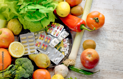 Fotografia  Healthy eating - healthy food, eating organic fruit and vegetable and nutrition