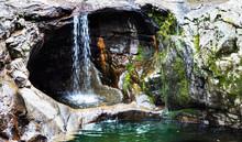 Cachoeira E Pedra Furada.
