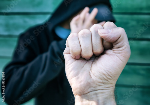Fotomural  Person threaten with a Fist