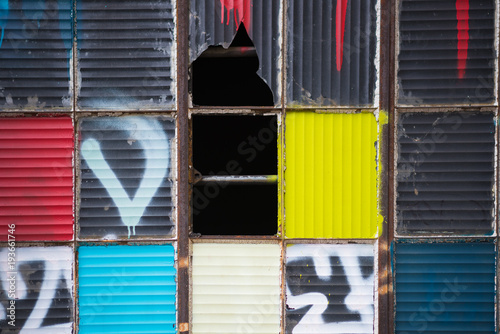 Photo Colourful artsy broken window panes