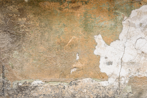 Fotoposter Oude vuile getextureerde muur Wall fragment with scratches and cracks