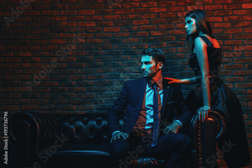 Fotografía  couple in evening dresses