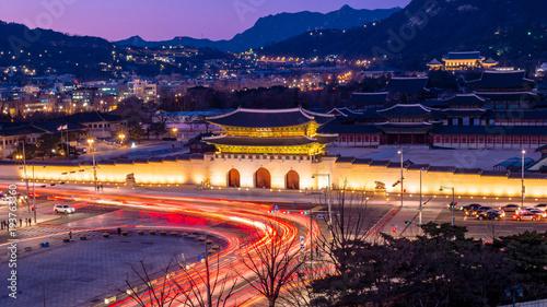 Obraz na płótnie Nocny widok strzelania do bramy Gwanghwamun i pałacu Gyeongbokgung. Seul, Korea Południowa