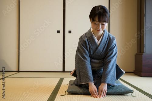 Fotografie, Obraz  着物の女性 茶道