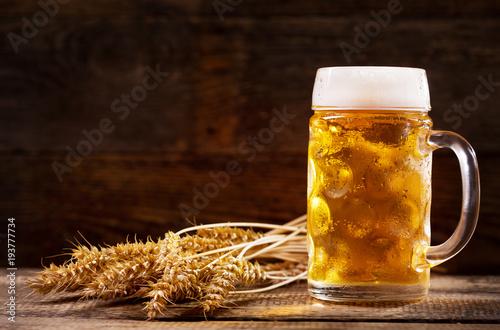 kubek-piwa-z-pszennymi-uszami