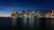New York Skyline bei blauem Himmel