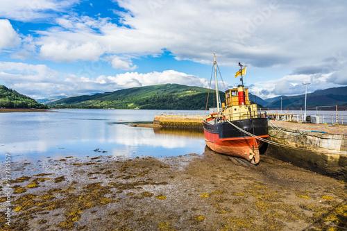 Photo Stranded boat in the small port of Inveraray, Argyll, Scotland, Britain