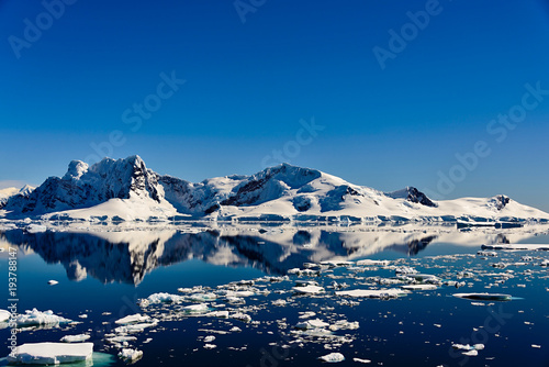 Foto op Canvas Antarctica Antarctic seascape with reflection