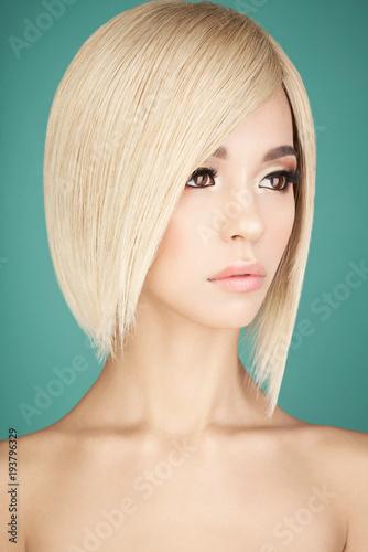 Küchenrückwand aus Glas mit Foto womenART Lovely asian woman with blonde short hair