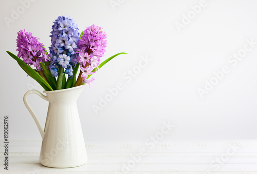 Photo sur Toile Lilac Lilac and pink hyacinths.