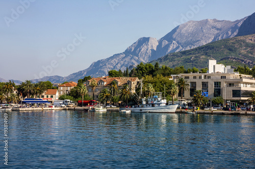 Foto auf AluDibond Stadt am Wasser Makarska, Croatia - Aug 4, 2017: Makarska Croatian resort sea front.