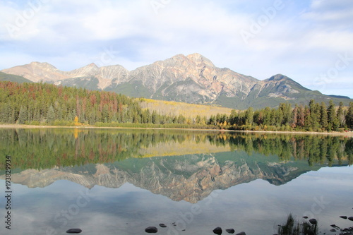 Foto op Canvas Paarden Calm Waters Of Patricia Lake, Jasper National Park, Alberta