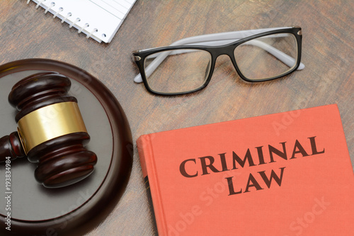 Photo Criminal Law sign with wooden gavel and red book