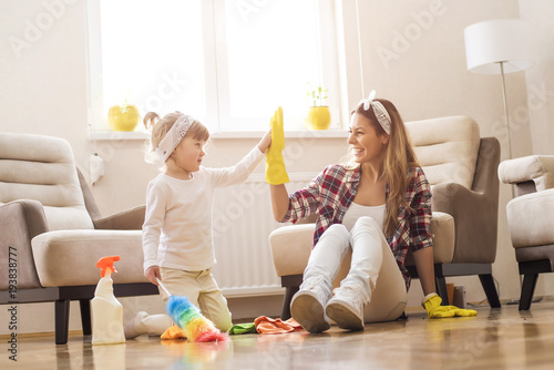 Pinturas sobre lienzo  Daughter and mother cleaning home together and having fun.