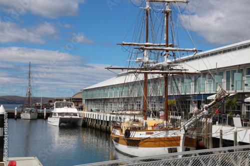 Fotografía  Segelschiff im Hafen von Hobart