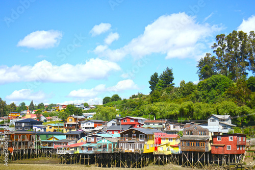 Poster Amérique du Sud Colourful Palafito houses on stilts in Castro, Chiloe Island, Patagonia, Chile