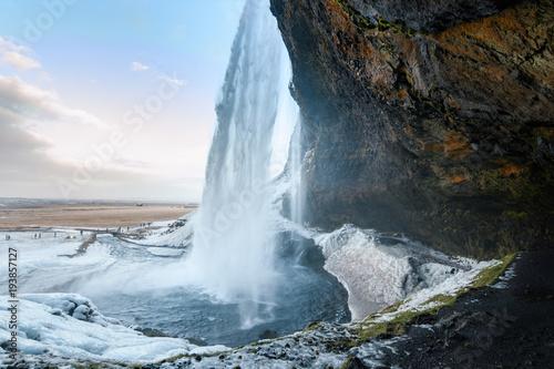 Küchenrückwand aus Glas mit Foto Wasserfalle behind seljalandsfoss waterfall in Iceland