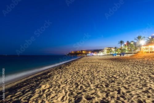 Canvastavla Lloret de Mar night scene of the beach area. Catalonia, Spain