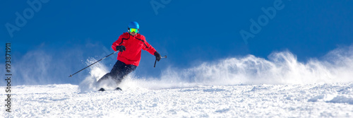 Fotografía  Man skiing on the prepared slope with fresh new powder snow in Tyrolian Alps, Zi
