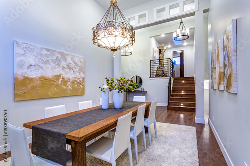 Fotomural  New custom built home boasts spacious dining area with high ceiling