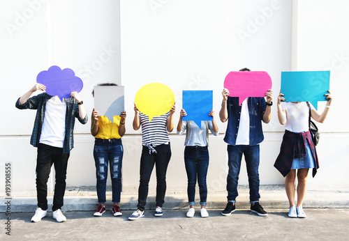 Fotografie, Obraz Young adult friends holding up copyspace placard thought bubbles