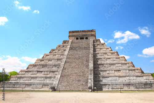 Foto op Canvas Mexico Ancient Mayan pyramid (Kukulcan Temple), Chichen Itza, Yucatan, Mexico