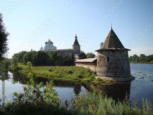 Plakat Widok na Kreml Pskowski i rzekę Pleskową