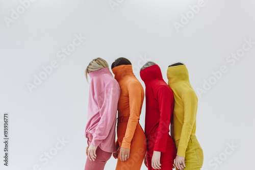 Fotomural four women on white background