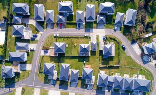 Fotografiet  Photo aérienne de maisons dans un quartier résidentiel de Sautron, France