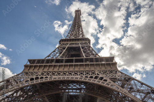 Fototapeta Eiffel tower view from bottom obraz na płótnie