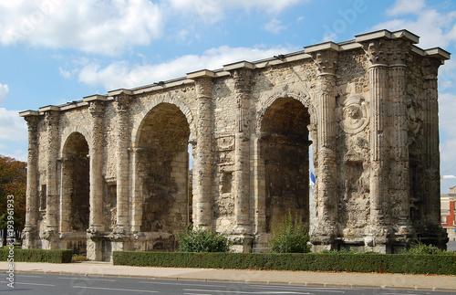 Cuadros en Lienzo Porte Mars, an  ancient Roman three-arched triumphal gate - Reims, France