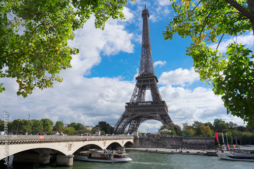 Foto op Canvas Eiffeltoren eiffel tour over Seine river