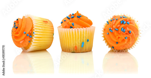 Fotografie, Obraz  cupcakes isolated over white background