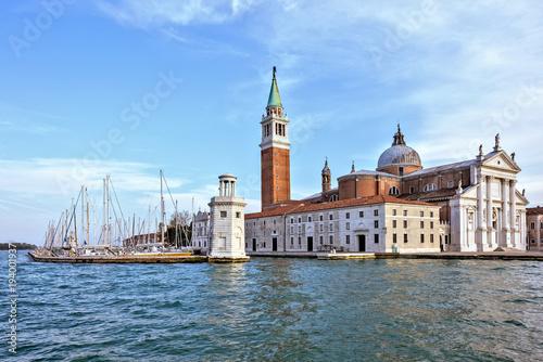 Photo  Daylight view from boat to San Giorgio Maggiore church with ornamented facade