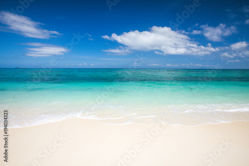 Foto auf Gartenposter Strand beach and beautiful tropical sea