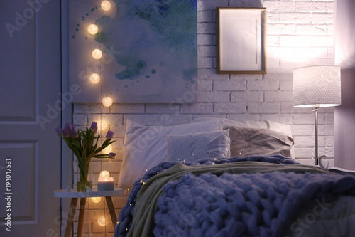 Photo  Cozy room interior with comfortable bed. Modern house design