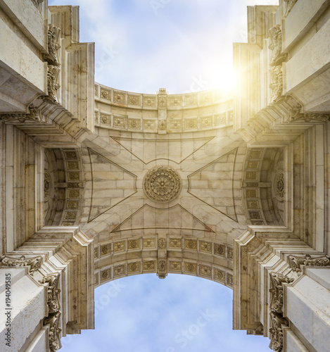 Papiers peints Con. Antique Low angle view of historic building ceiling against sky during sunny day