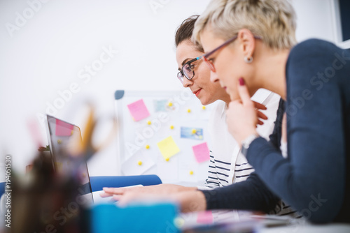 Fotografía  Portrait of professional middle aged women working together on projects in the office