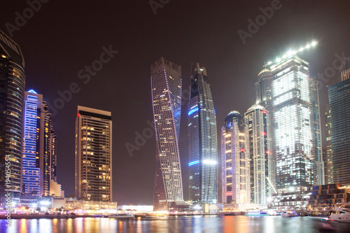 Fototapety, obrazy: DUBAI, UAE - FEBRUARY 2018: Colorful evening on canal and promenade in Dubai Marina,Dubai,United Arab Emirates