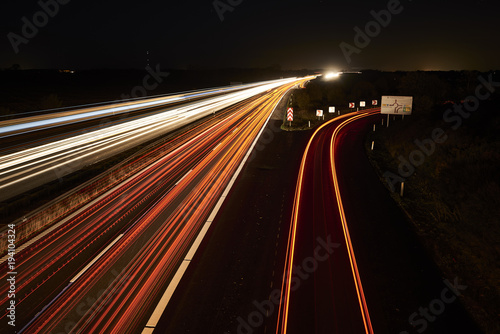 Foto op Aluminium Nacht snelweg highway by night and with cars and traffic in motion