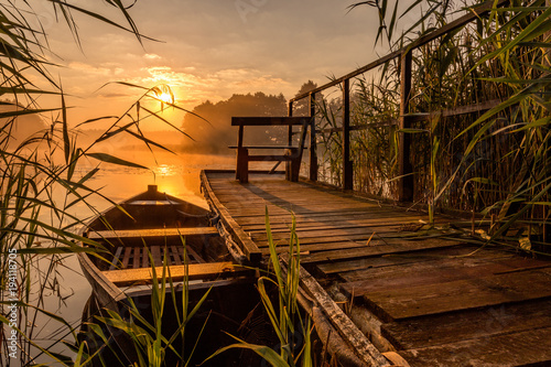 Fototapeta Sunrise by the lake obraz