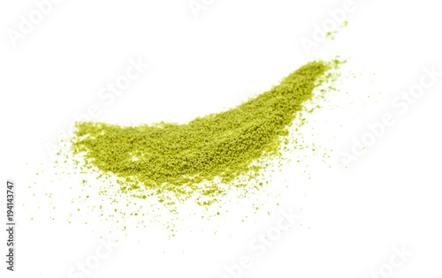 Papel de parede green tea powder isolated on white background