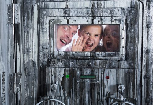 Mad Family Is Trying To Get Out Of A Locked Door Kaufen Sie Dieses