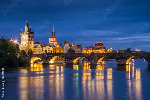Fotografia Charles bridge in Prague city - night view