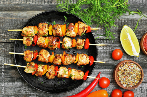 Fotobehang Kip Appetizer chicken kebab with vegetables