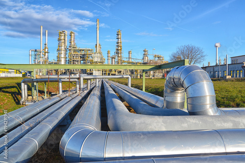 Staande foto Industrial geb. Refinery for the production of fuel - architecture and buildings of an industrial complex