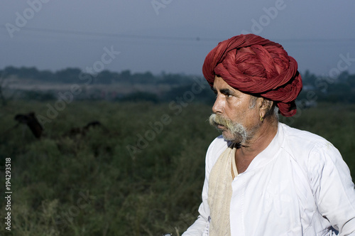 Valokuva  red turban, traditional costume, Rajasthan, rural India
