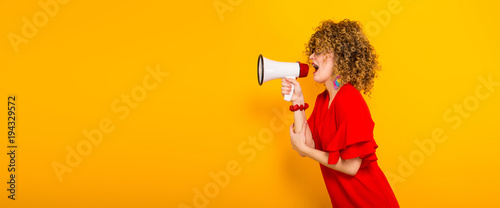 Photo  Attractive woman with curly hair with loudspeaker