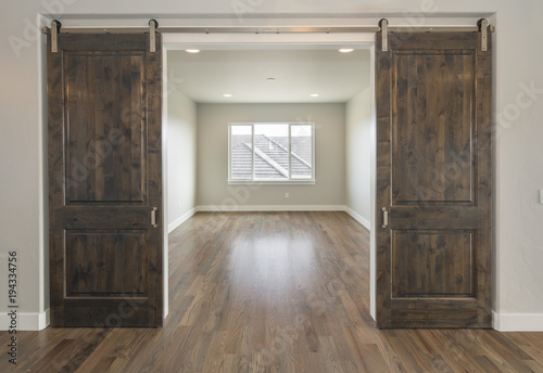 Fotografiet  Beautiful Farm House Double Barn Doors