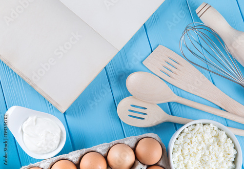 Staande foto Zuivelproducten Fresh dairy products on blue wooden background